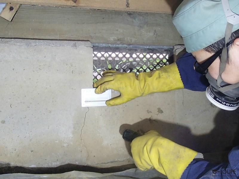 床下の基礎ひび割れ